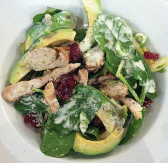 Salade van rooiboskip met avo en cranberry