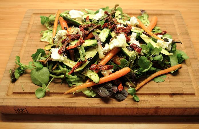Salade geit met gegrilde groenten, balsamico & honing