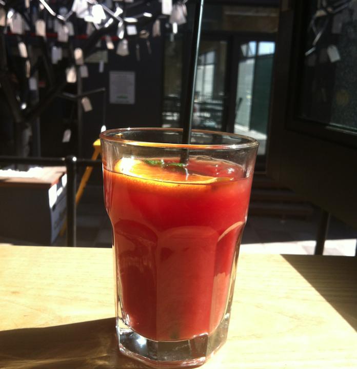 Sinaasappel- & cranberrysap met munt