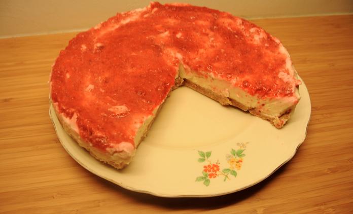 Lelijke citroen cheesecake met aardbeien/ frambozenlaagje