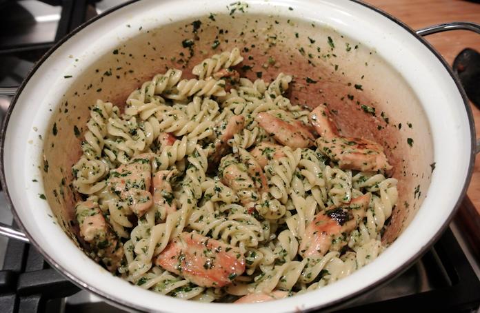 Studentenhap: pasta pesto met kip en room