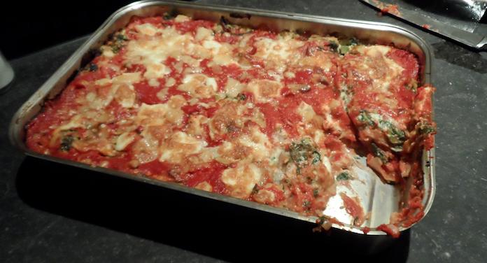 Lasagna met zoete prei, tomaat, ricotta en spinazie