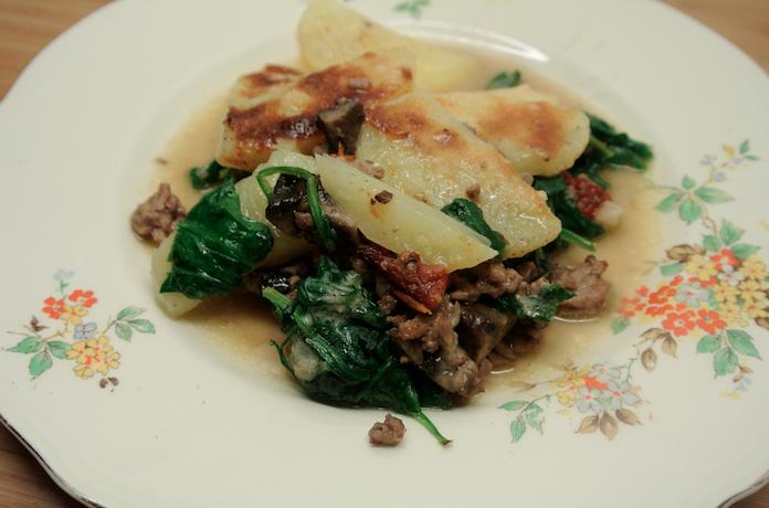 Ovenschoteltje met gehakt, aardappels en spinazie