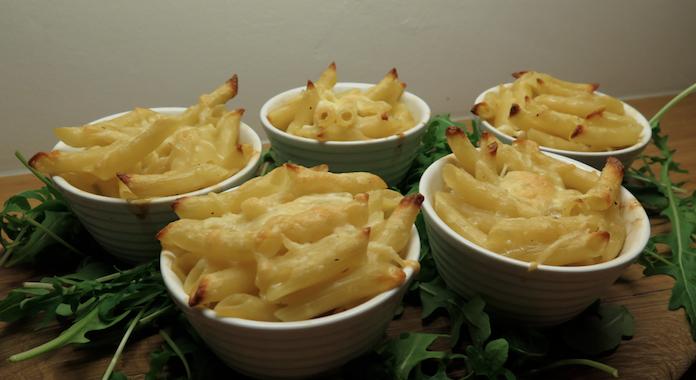 Mini pasta-kaasfondue met een beetje truffel