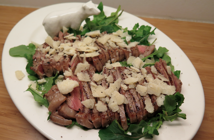 Beef tagliata met truffel, parmezaan en rucola