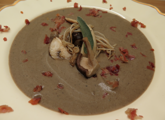 Romige paddenstoelensoep met salie en pancetta