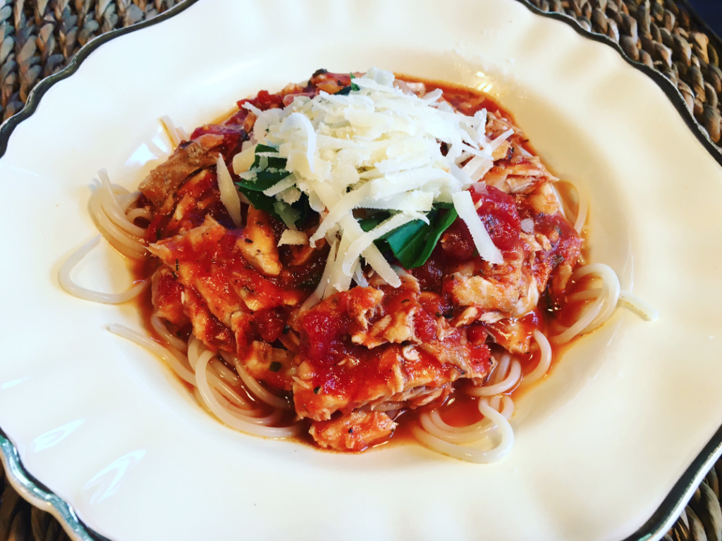 Pastaatje met visragu in kruidige tomatensaus2